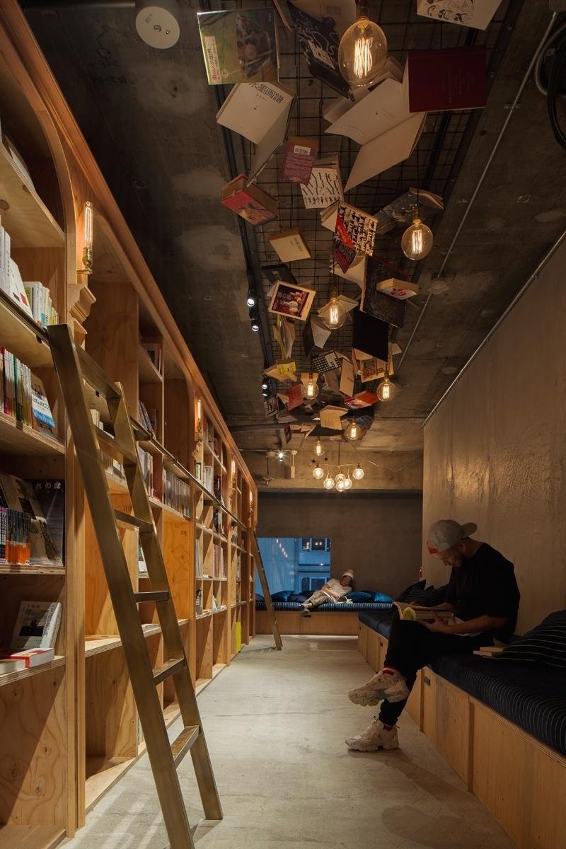 """05.set.2016 - A escolha dos títulos é feita pela Shibuya Publishing & Booksellers, nas áreas de gastronomia, cultura, arte e comportamento. A rede é conhecida por ter obras selecionadas a dedo pela equipe e que passam longe da lista de """"best-sellers"""""""