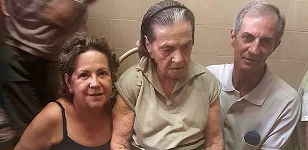 Luzia Maia Ferreira (85), entre a filha Abadia das Graças Ferreira e o genro Paulo Almeida, vítimas da chacina em Campinas