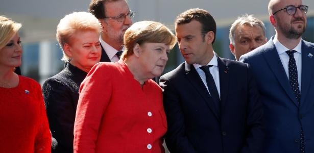 A chanceler alemã, Angela Merkel, conversa com presidente francês, Emmanuel Macron, em encontro do G20