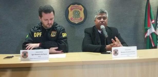 O delegado Igor Romário (esquerda) e o superintendente da PF no Paraná, Rosalvo Franco