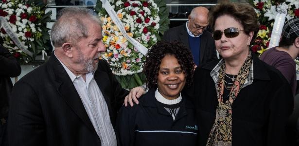Funcionária da Alesp tira foto com os ex-presidentes Lula e Dilma