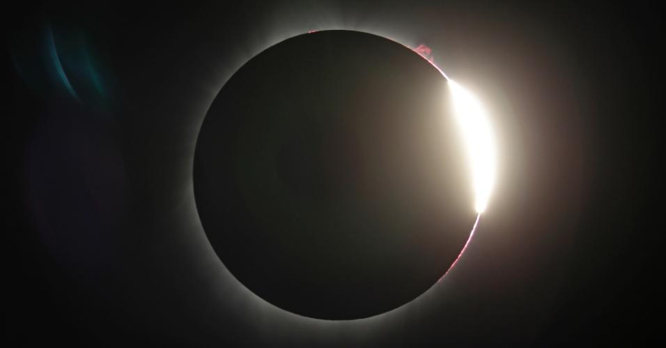 21.ago.2017 - Eclipse solar deixa o Estado americano de Oregon no escuro antes mesmo do anoitecer. O fenômeno acontece em sua totalidade nos Estados Unidos e, de forma parcial, em 15 Estados do Brasil