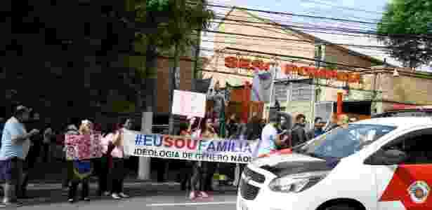 Manifestantes contra e a favor de Butler se reúnem em frente ao Sesc Pompeia - Fábio Vieira/Fotorua/Estadão Conteúdo
