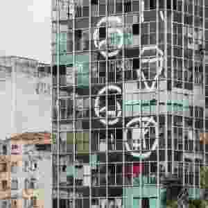 1º.mai.2018 - Foto de arquivo mostra o prédio que desabou após pegar fogo no centro de SP. O imóvel tinha 24 andares e abrigava cerca de 150 famílias nos primeiros dez andares. A imagem foi publicada em um especial do jornal Folha de S.Paulo, em janeiro de 2017 - Eduardo Knapp/Folhapress