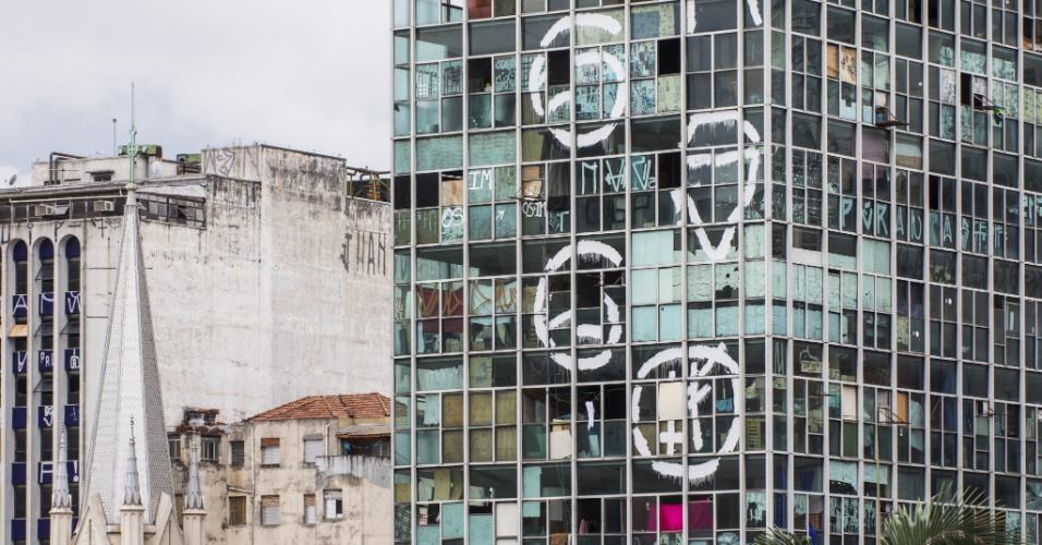 1º.mai.2018 - Foto de arquivo mostra o prédio que desabou após pegar fogo no centro de SP. O imóvel tinha 24 andares e abrigava cerca de 150 famílias nos primeiros dez andares. A imagem foi publicada em um especial do jornal Folha de S.Paulo, em janeiro de 2017