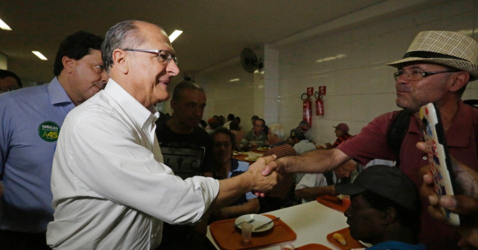 3.set.2018 - Geraldo Alckmin, candidato do PSDB à Presidência, visita o restaurante Bom Prato, que serve refeições a R$ 1,00, no centro de São Paulo, nesta manhã de segunda-feira