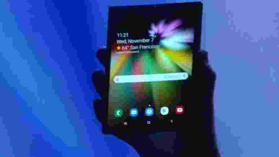 O novo celular dobrável da Samsung foi mostrado em San Francisco - Reprodução