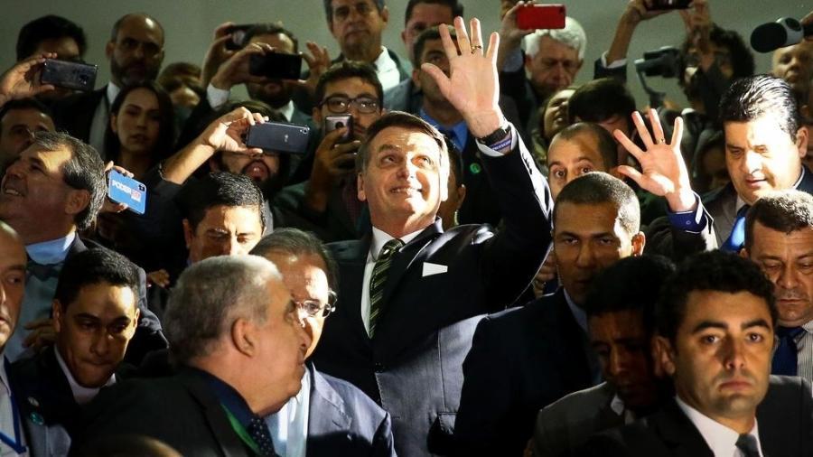 O presidente Jair Bolsonaro e o ministro da Economia, Paulo Guedes, deixam o Congresso após entrega de projetos econômicos - Marcelo Camargo/Agência Brasil