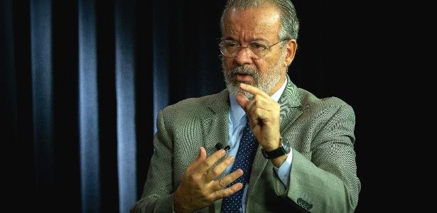 UOL Debate | Forças Armadas estão com a Constituição, não com Bolsonaro, diz Jungmann