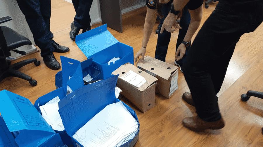 Documentos apreendidos pela PF na Operação Arca da Aliança, que investiga empresas suspeitas de operar instituições financeiras sem autorização do Banco Central - Polícia Federal/Divulgação