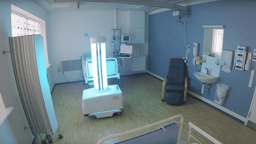 Robô limpa ala hospitalar usando raios ultravioleta - Reprodução