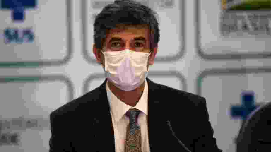 Houve pressão por parte de Bolsonaro para que Brasil autorizasse uso da cloroquina em pacientes com coronavírus no Brasil, mas ex-ministro Nelson Teich afirmou que medicamento era uma incerteza - AFP
