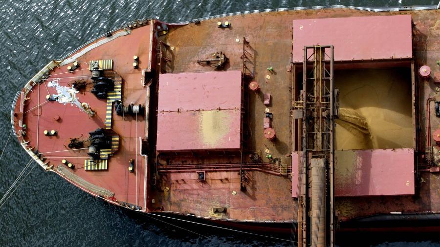 Navio carregado com soja no porto de Paranaguá (PR), um dos listados no edital - Reuters Photographer