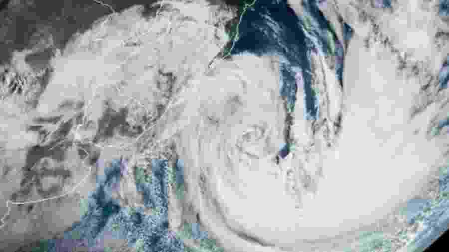 Ontem, o ciclone ganhou força, sendo classificado como Tempestade Subtropical Mani - Reprodução/MetSul