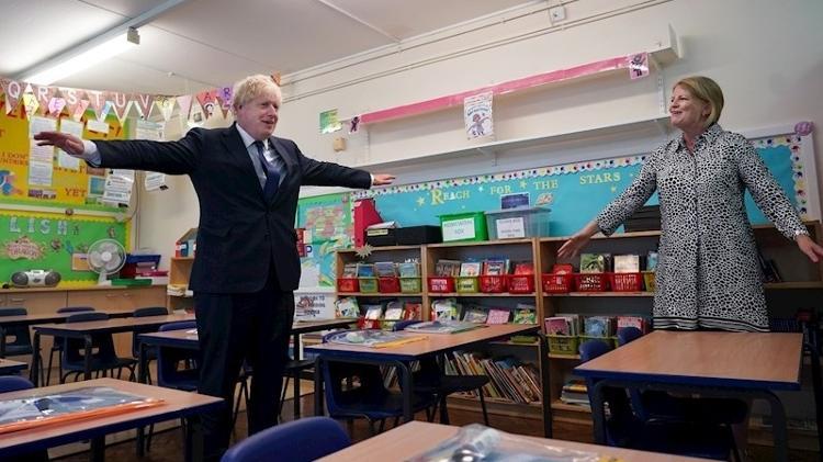 O premiê britânico Boris Johnson em visita a uma escola, em Londres, para conferir os preparativos para o retorno das atividades em setembro - EFE/EPA/PIPPA FOWLES/10 DOWNING STREET - EFE/EPA/PIPPA FOWLES/10 DOWNING STREET
