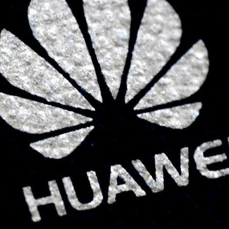 Apesar da pressão das empresas de telecomunicação, Bolsonaro ainda não foi convencido das dificuldades de barrar Huawei - Reuters