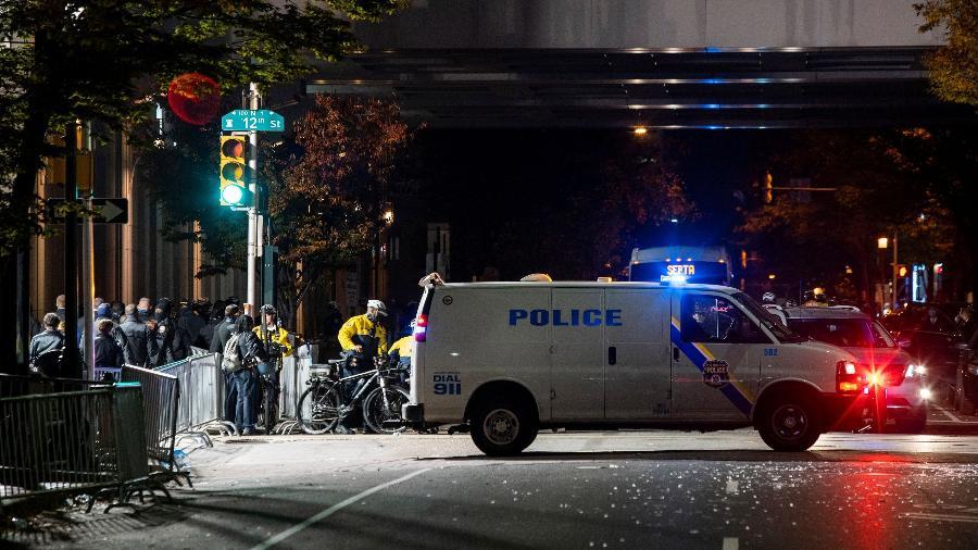 Polícia vigia parte externa do centro de convenções da Filadélfia - REUTERS/Eduardo Munoz