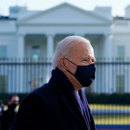 Biden disse aos democratas que iria considerar limites mais rígidos sobre quem será qualificado para receber os cheques de US$ 1.400 - Drew Angerer/Getty Images