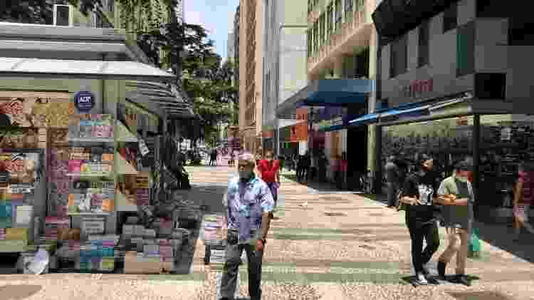 Pessoas usam máscara de pano no centro de São Paulo - Lucas Borges Teixeira/UOL - Lucas Borges Teixeira/UOL
