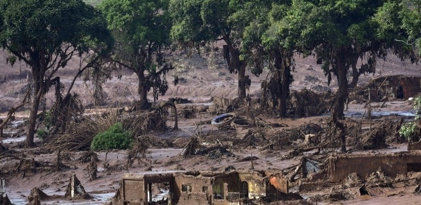 O rompimento da barragem é considerado o maior desastre ambiental do país