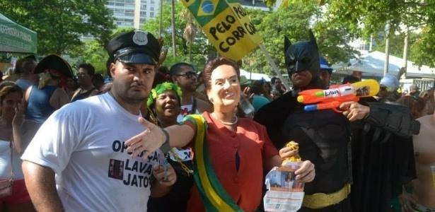28.jan.2016 - Foto do Carnaval 2015 mostra desfile no Rio de Janeiro de bloco com críticas ao governo da presidente Dilma Rousseff (PT)