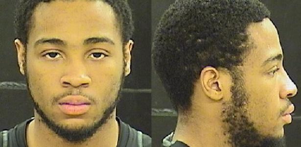 Damari Wayne pediu ajuda da vítima para mexer no câmbio manual do carro que estava tentando roubar