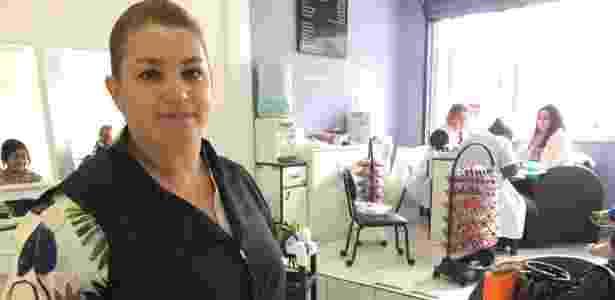 Odete Valeze é proprietária de um salão de cabeleireira e manicure a poucos metros do fórum - Janaina Garcia/UOL