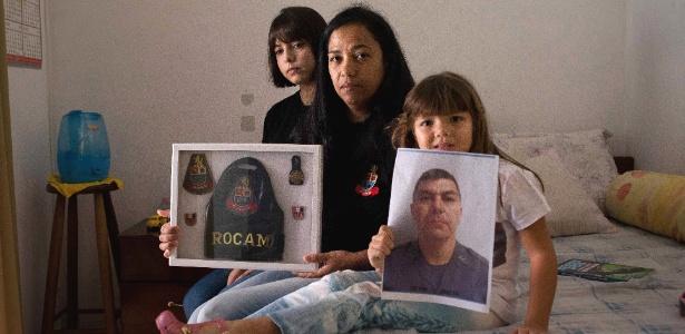 Lucinéia Souza Gonçalves, 42 , viúva do cabo da PM Hiata Anderson, 38 , morto em novembro de 2016, com suas filhas Sarah Gonçalves, 16, e Radija Maria Gonçalves, 6