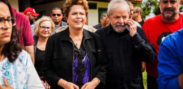 22.mar.2018 - Ex-presidentes Dilma e Lula juntos durante caravana do petista pelo Sul