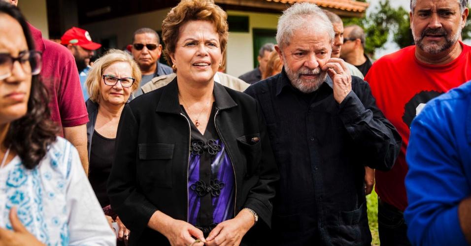 22.mar.2018 - O ex-presidente Luiz Inácio Lula da Silva (PT), acompanhado da ex-presidente, Dilma Rousseff, visita a cidade de São Miguel das Missões, durante passagem de sua caravana pelo interior do Rio Grande do Sul, nesta quinta-feira, 22.