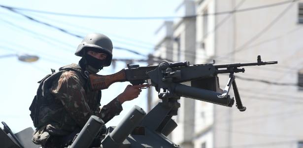 Militar das Forças Armadas participa de operação de segurança e favela do Rio de Janeiro
