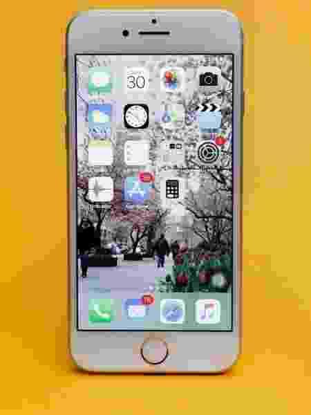 iPhone 8 é um dos modelos afetados pela decisão Imagem  Lucas Lima UOL b068679c7b