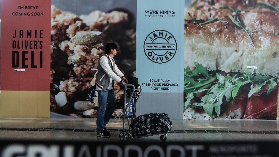 No aeroporto de Guarulhos, indicações de abertura em breve de lojas da SSP, uma das maiores operadoras de restaurantes e lojas de alimentação nos aeroportos e nas estações de trem do mundo todo - GABRIELA BILÒ 12.abr.2019/Estadão Conteúdo