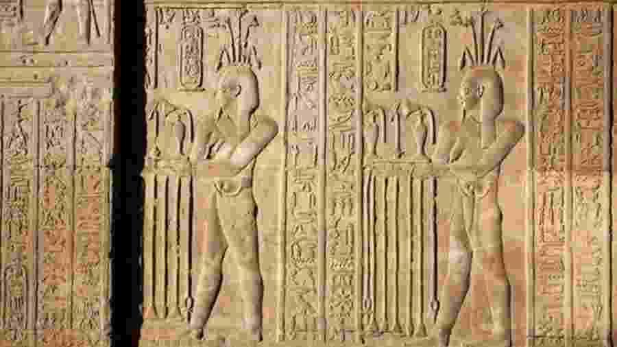 Hieróglifos representam a confecção de perfume em Com Ombo, a algumas centenas de quilômetros de Tmuis; perfumes com mirra eram celebrados no Egito Antigo - Getty Images