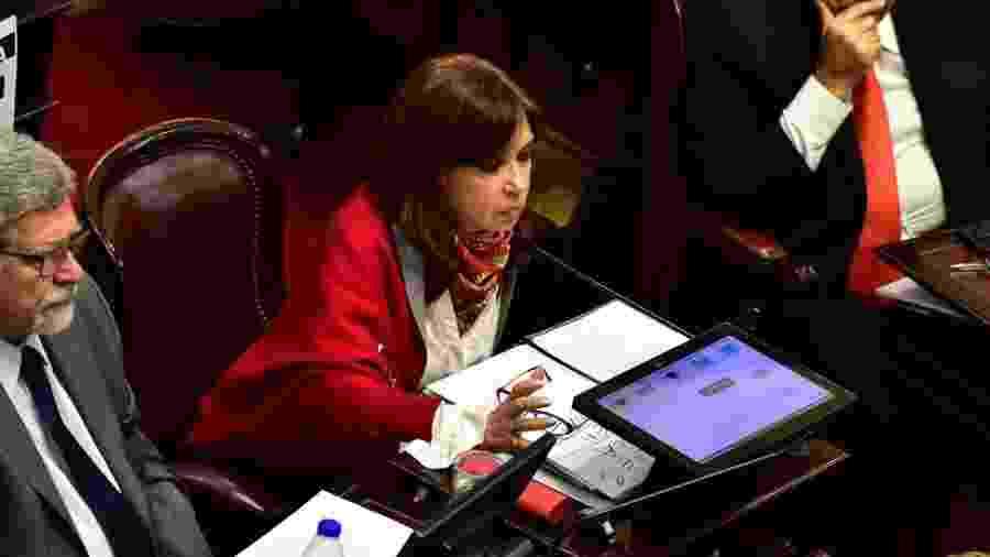 Cristina Kirchner no Senado; ela tinha foro privilegiado como senadora e agora o mantém como vice-presidente - Getty Images
