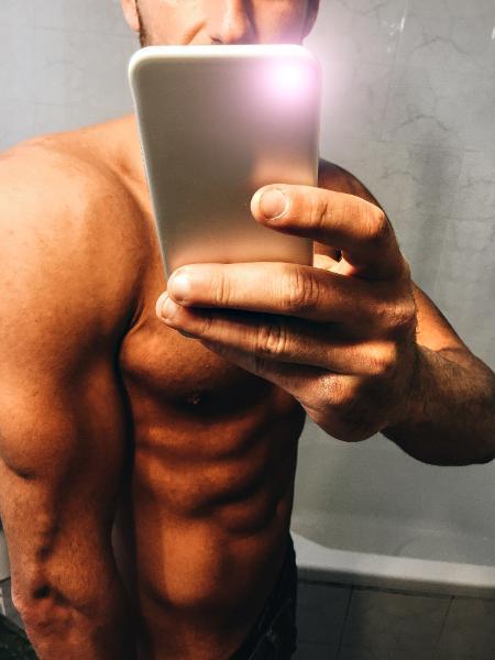 O melhor jeito de mandar um nude é assim: escondendo o rosto - Getty Images