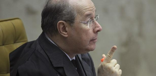 Suposta interferência na PF | Celso de Mello rejeita pedido da oposição para apreender celular de Bolsonaro