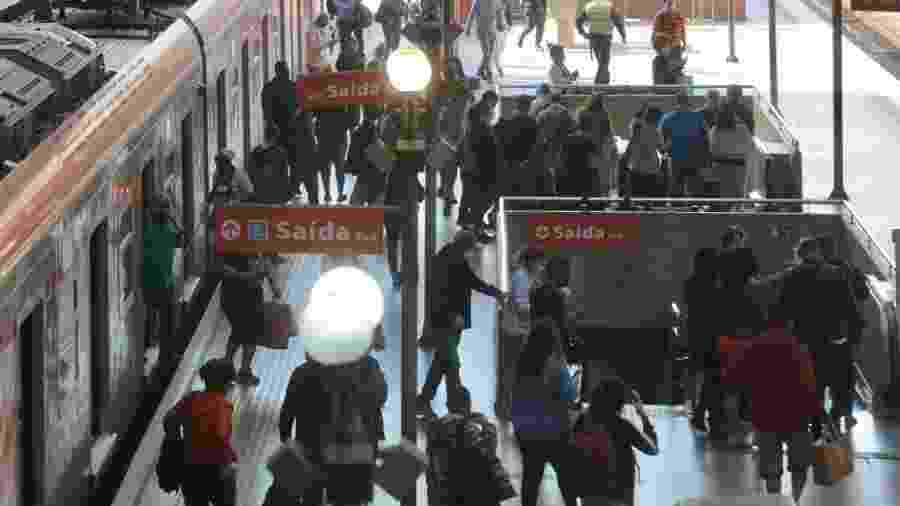 Muitos passageiros na estação da Luz ignoraram o primeiro dia do megaferiado - Ricardo Matsukawa/UOL