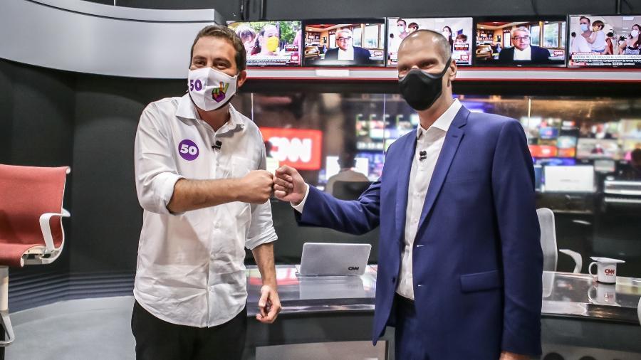 16.11.2020 - Guilherme Boulos (PSOL) e Bruno Covas (PSDB) antes do debate promovido pela CNN Brasil para a Prefeitura de São Paulo - Kelly Queiroz/CNN Brasil