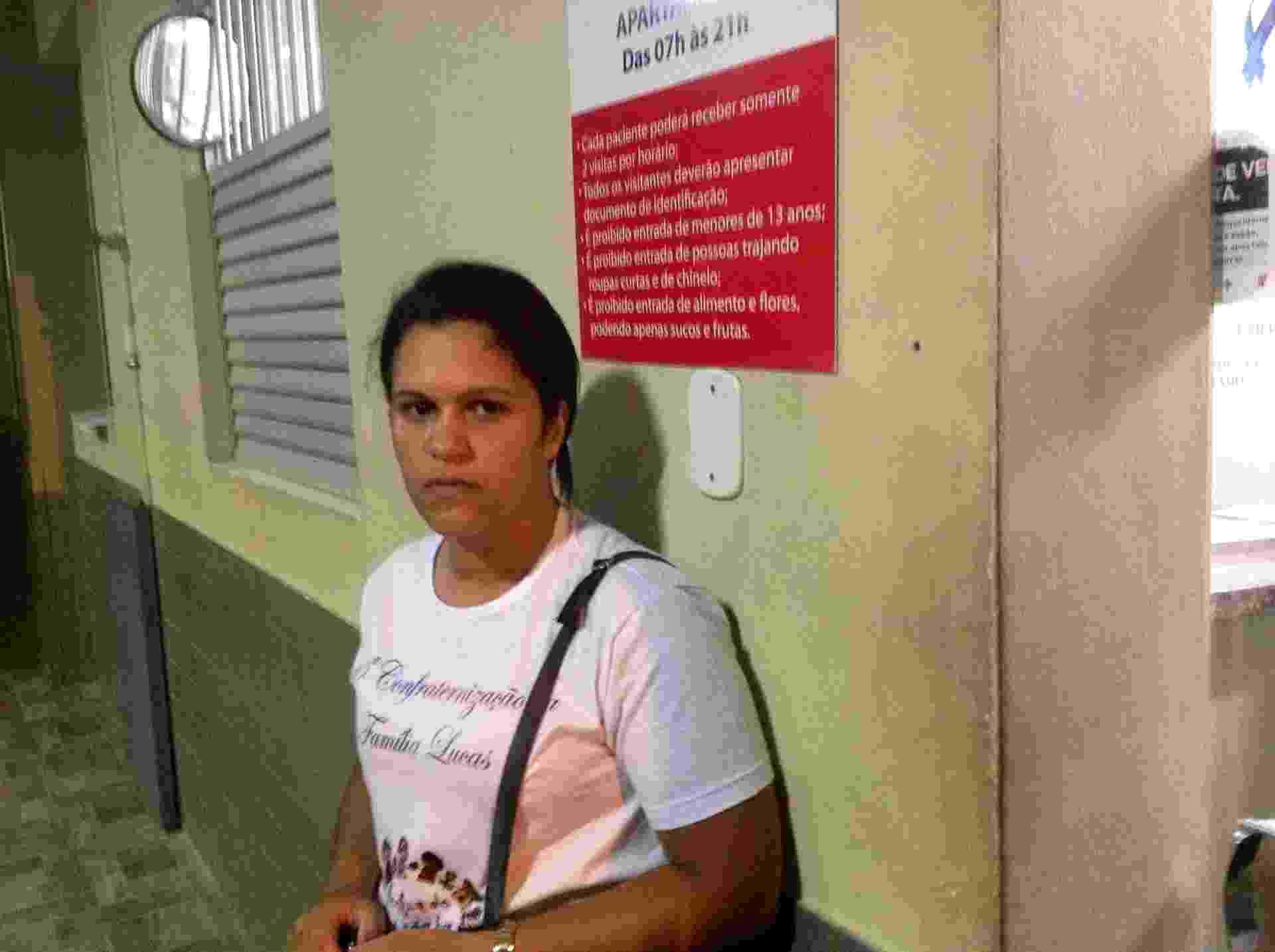 05.nov.2015 - Cleonice Maria Lucas, 35, busca informações sobre o ex-marido, motorista de uma empresa que trabalhava na barragem da Samarco em Mariana (MG) - Carlos Eduardo Cherem/UOL