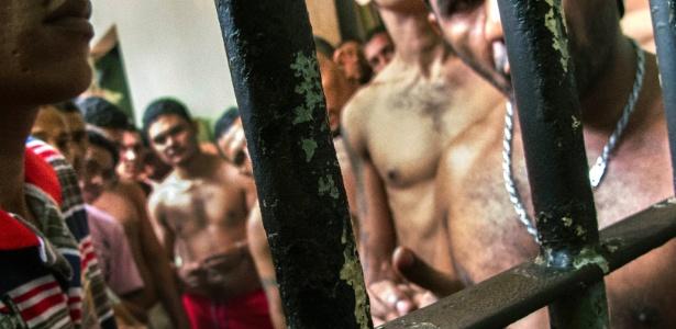 Em cadeia superlotada do Maranhão, cerca de 200 homens fazem rodízio para tomar sol