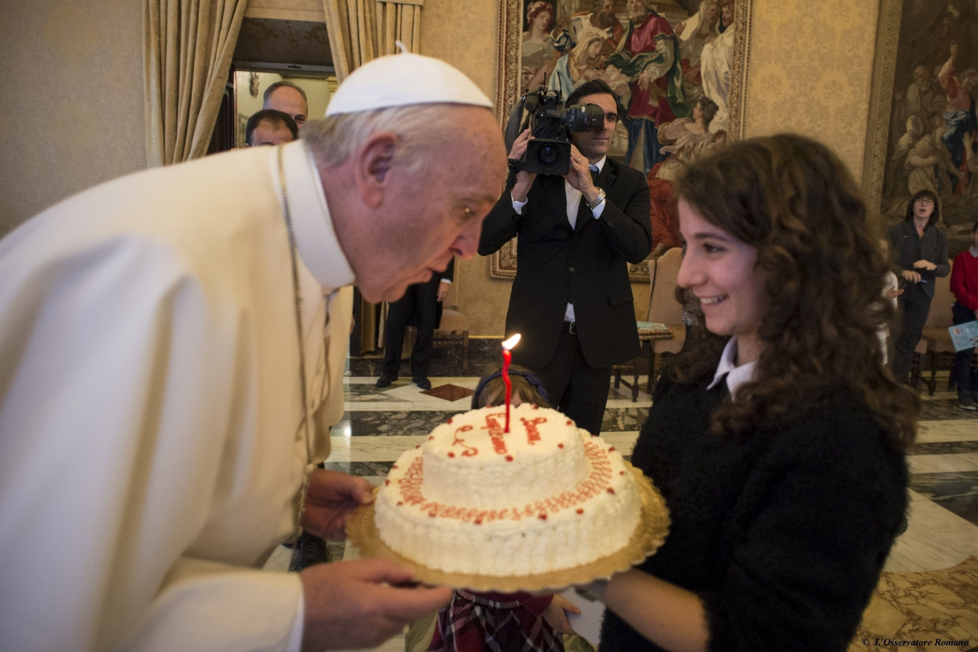 17.dez.2015 - Papa Francisco comemora 79 anos de vida, em audiência com participantes da Ação Católica italiana, no Vaticano