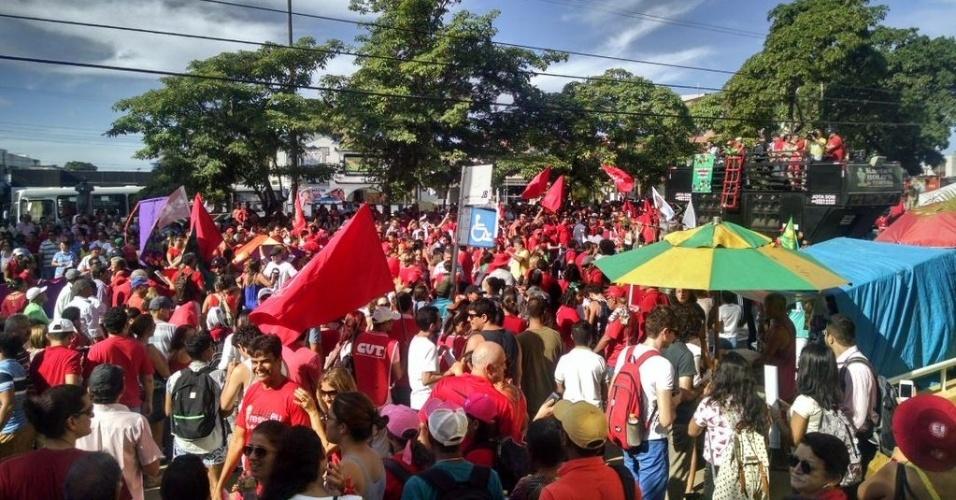 18.mar.2016 - Em João Pessoa, manifestantes tomaram a avenida Presidente Getúlio Vargas, no centro, em ato pró-Dilma