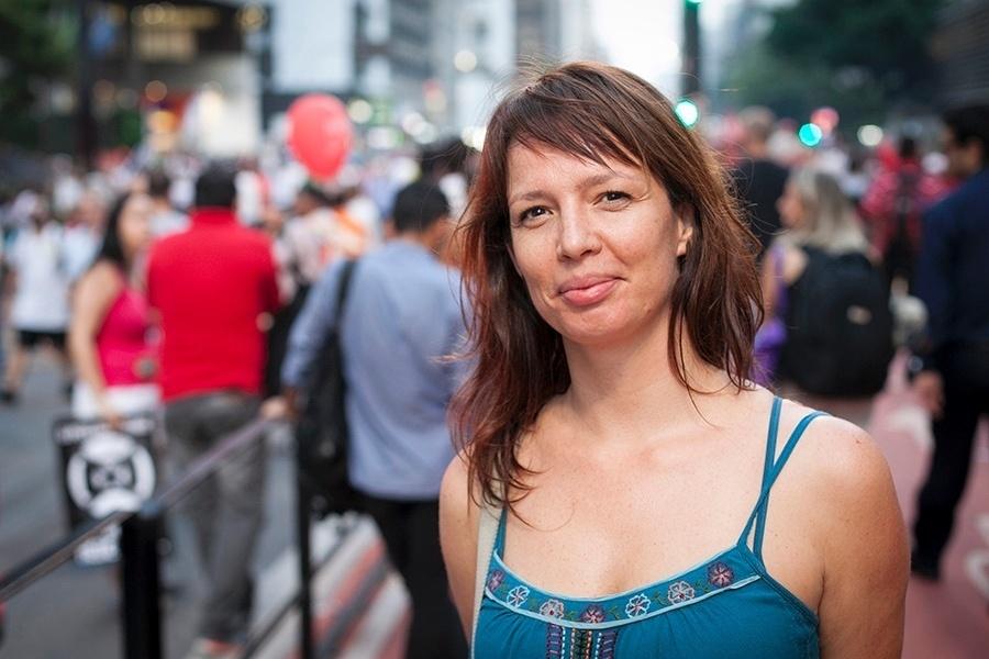 """""""Estou aqui porque estava muito impregnada pelo pessimismo, pelo que passa na televisão. Vim aqui para me juntar com pessoas que pensam como eu penso, para ver que não estou sozinha."""" Camila Gentile, 37 anos, cineasta"""