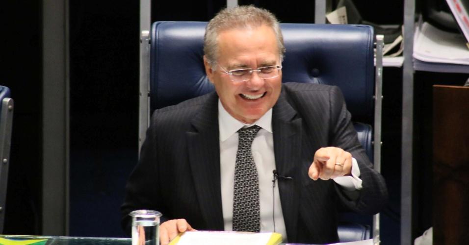 10.mai.2016 - O presidente do Senado, Renan Calheiros (PMDB-AL), abre sessão de votação sobre a cassação do mandato do senador Delcídio do Amaral (MS-sem partido), no plenário do Senado Federal, em Brasília (DF)