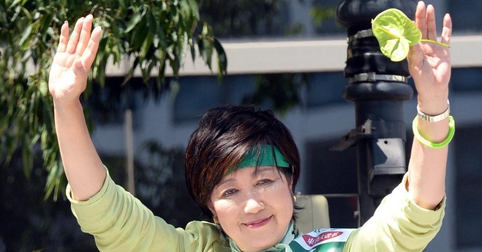 31.jul.2016 - Yuriko Koike, ex-apresentadora de TV e ex-ministra da Defesa do Japão, assiste a ato de sua campanha eleitoral em Tóquio. Aos 64 anos, ela se tornou a primeira mulher a assumir o cargo de governadora de Tóquio, de acordo com a mídia local