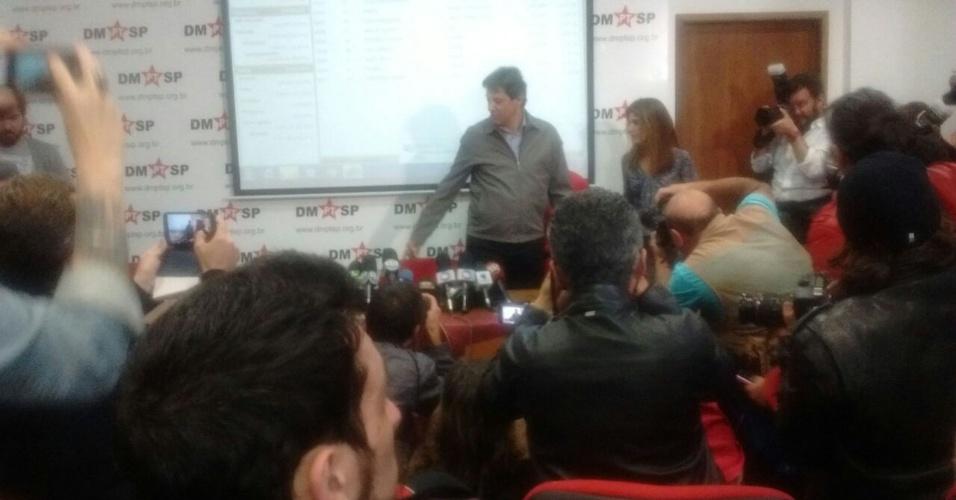 2.out.2016 - Fernando Haddad (PT) chega ao diretório nacional do PT para dar entrevista após João Doria Júnior (PSDB) ser eleito no primeiro turno como prefeito de São Paulo