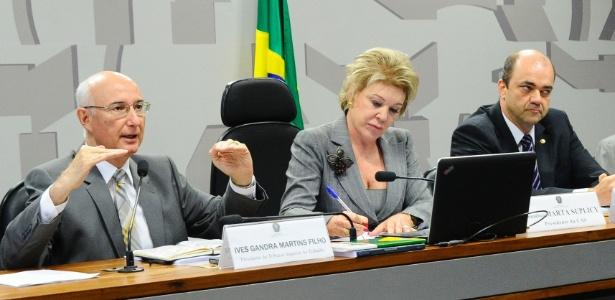 O presidente do TST, Ives Gandra Martins Filho (à esq.) em debate sobre a reforma trabalhista
