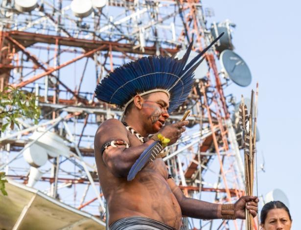 Índios permanecem ocupando torre de transmissão de sinal de rádio e televisão, no pico do Jaraguá, na zona norte de São Paulo (SP), nesta sexta-feira (15)