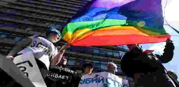 6.mai.2017 - Ativistas dos direitos LGBT participam de protesto em Moscou, Rússia - Kirill Kudryavtsev/ AFP